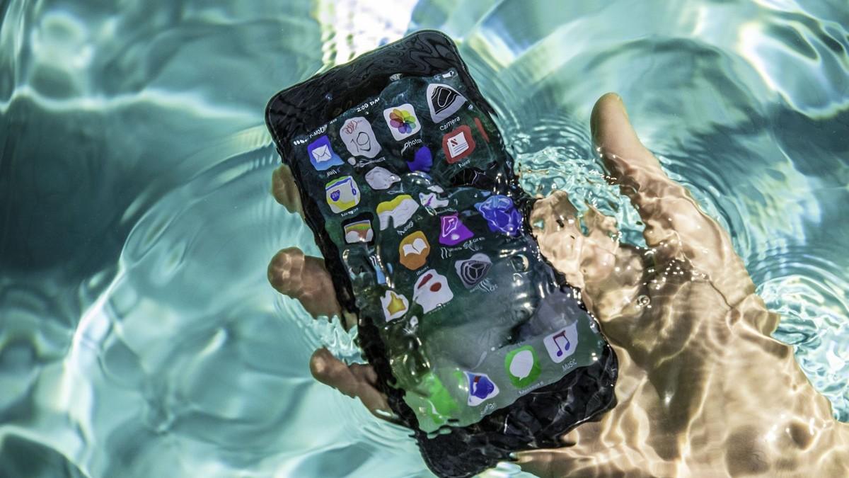 Že je iPhone7 vodotěsný? Podívejme se, kolik vydrží
