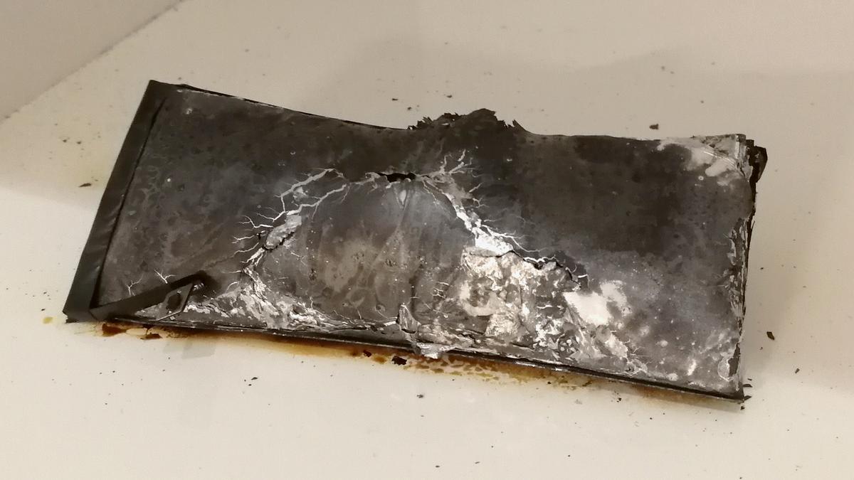 iPhone - vyhořelá baterie