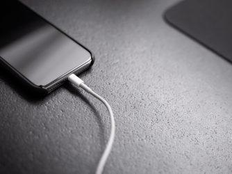 Slabá výdrž baterie iPhonu siOS 13.5.1 je způsobena aplikací
